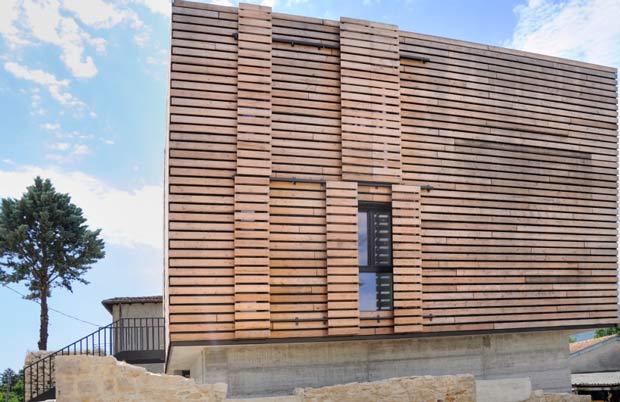 Energy box un esempio di architettura bioclimatica post sisma for Stili di rivestimenti esterni in legno