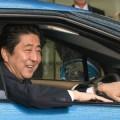 Shinzo Abe acquista la prima auto a idrogeno-