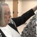 Sacchetti da riciclare lavorati a maglia per gli homeless