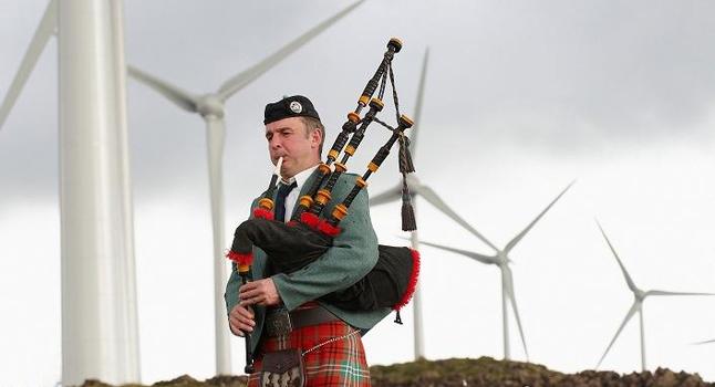 Eolico: il 97% dell'elettricità della Scozia viene dal vento