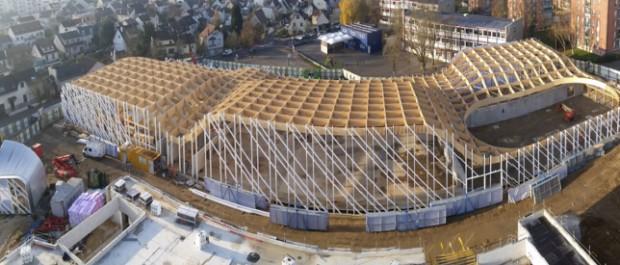 Legno sostenibile e tetto verde per il centro sportivo della banlieue