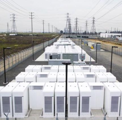 Accumulo stazionario: costi delle batterie dimezzati prima del 2030