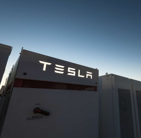 Tesla ha completato per metà la batteria più grande al mondo