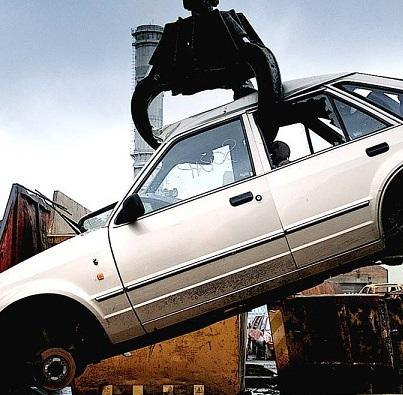 Riciclaggio dei metalli: le vecchie auto sono miniere preziose