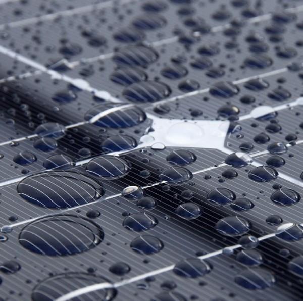 Le celle solari TENG producono energia anche dalla pioggia