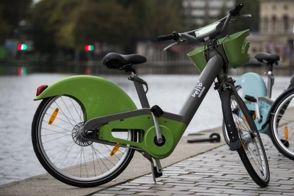 Una delle bici del servizio di bike sharing parigino Velib.