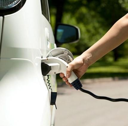 Il record mondiale della Norvegia: un'auto nuova su 3 è elettrica