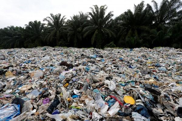 Malesia rifiuti di plastica