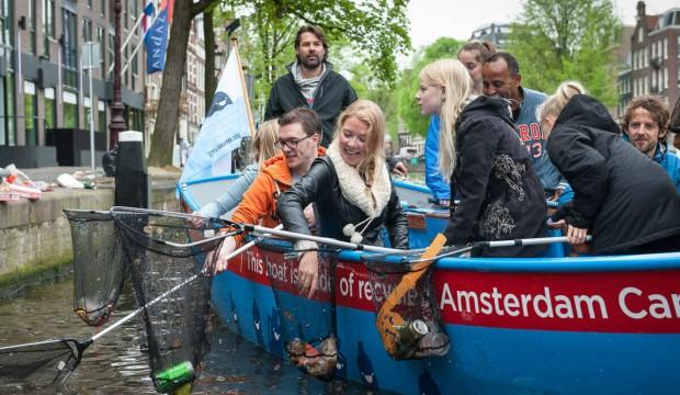 pesca plastica canali di amsterdam