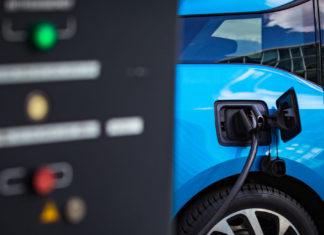 Veicoli elettrici: già nel 2023 più economici delle auto a combustione