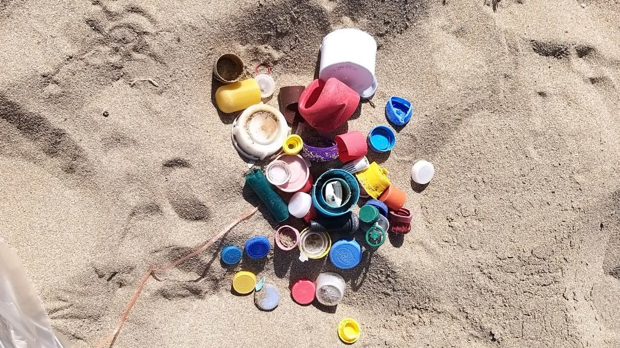 rifiuti sulle spiagge,
