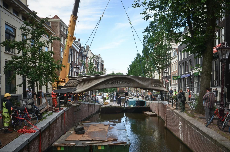Ponte in acciaio stampato in 3D ad Amsterdam