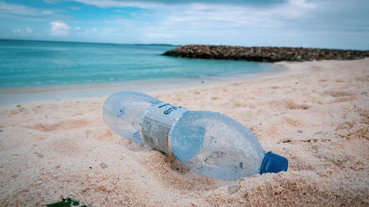 Inquinamento da plastica: nel Mediterraneo galleggiano 17mila t di rifiuti